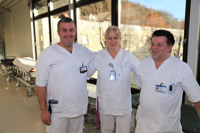 Aslaug Henneseid sier Tom Finnby (t.v) og Tomm Gulliksen er blitt uerstattelige i akuttmottaket. Foto: ELIN WIESENER